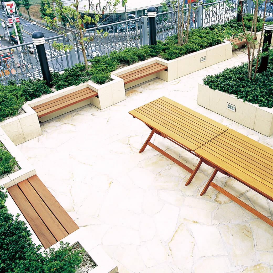 乾式組み立て工法により、簡単な施工で緑化が可能