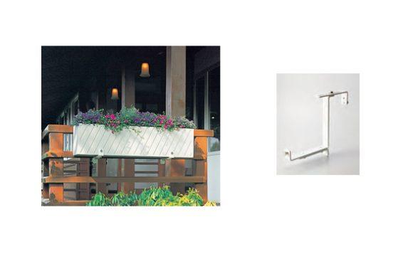 左:専用金具でハンキングした例 右:専用金具(オプション)